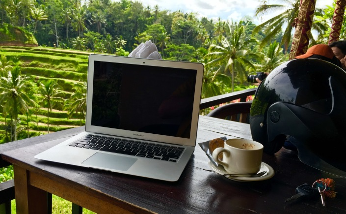 HASHTAG DIGITAL NOMAD
